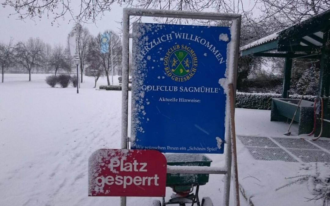 Schneefall verhindert Golfspielen – Platz derzeit gesperrt!