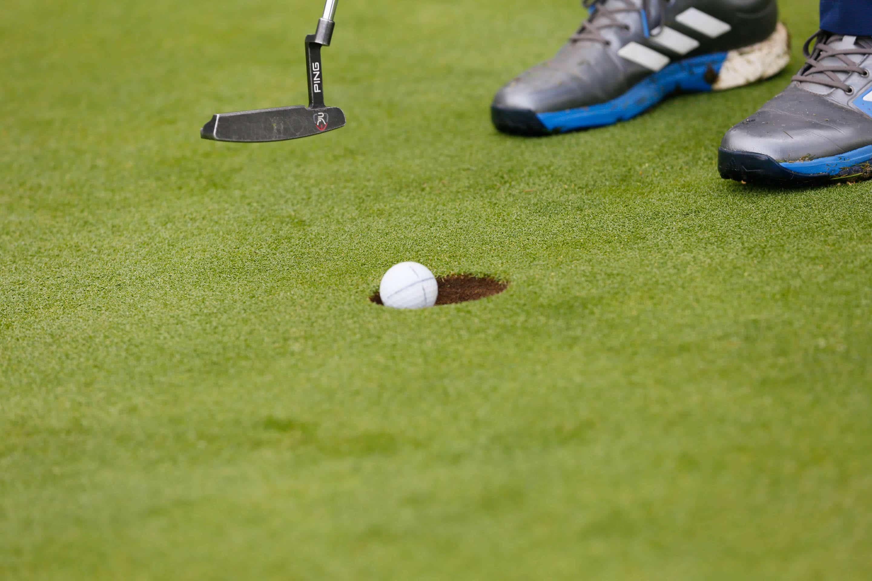golfball einlochen